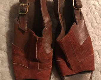 Vintage 1960s Shoes. Womens 60s Shoes. Brown Heels. Chunky Heel Shoes. open Toe Shoes.