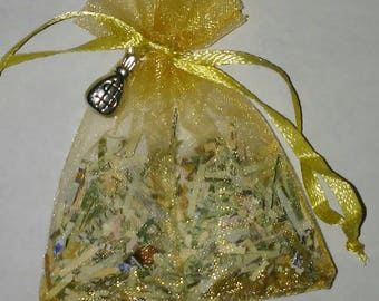 Money drawing sachet for abundance and prosperity
