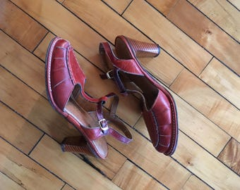 Vintage 60s oxblood trd leather t strap stacked heels by carpet process size 8M