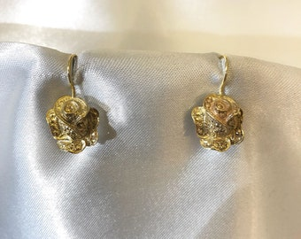 English model & flower engraved earrings Made out of 14k yellow gold