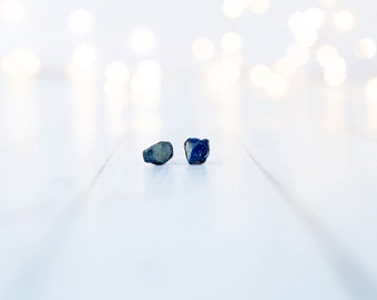 Raw sapphire earrings | Blue sapphire earrings | Blue sapphire jewelry | Raw stone earrings | Birthstone earrings | Birthstone Jewelry