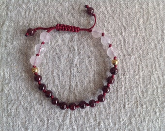 Bracelet of garnet and rose quartz