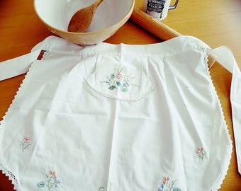 Vintage half waist apron white cotton embroidery applique flowers 1950's