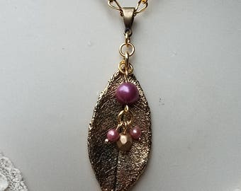Gold Leaf Necklace, Repurposed Vintage Jewelry, Vintage Beaded Leaf Necklace, Mauve Necklace, Gold Pendant, Leaf Jewelry, Pink Beaded Leaf