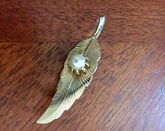 Vintage Gold Tone Leaf Pin/Brooch with Faux Pearl - Vintage Jewelry - Pearl Jewelry - Art Deco Pin/Brooch - Mid Century-Gold Tone Jewelry