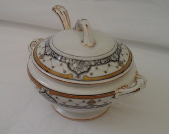 Wedgwood antique Imperial Porcelain tureen in Sylvia pattern