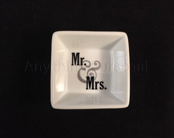 Mr. and Mrs. Ring Dish, Couples Ring Dish, Personalized Ring Dish, Trinket Dish, Wedding Dish, Married, Wedding Gift, Couples Gift, Wedding