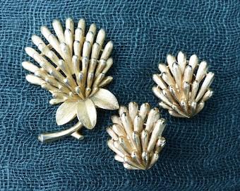 CROWN TRIFARI - 1950s Demi-parure - Clover Brooch & Matching Clip-on Earrings