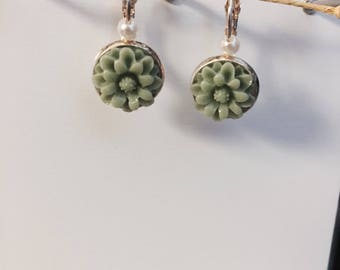 Khaki green resin flower earring