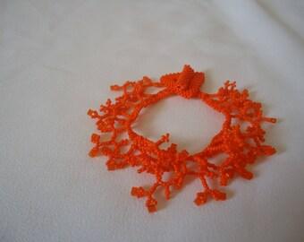 Bracelet en  corail de couleur orange avec des perles de miyuki