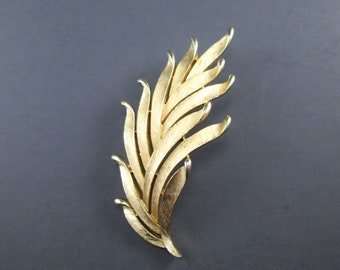 Vintage Crown Trifari Gold Tn Wheat Sheaf or Leaves Brooch Pin Signed Mid Century