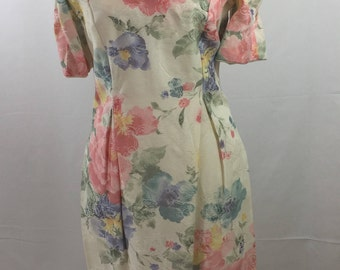 80s-90s Filigree Dress Sz 6 Floral Puffy Sleeves Fitted Knee Length Sweetheart Neckline