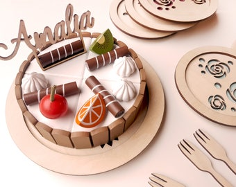 Wooden play cake with customized caketopper and plates