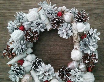 White Christmas Wreath Pine Cone Acorn Walnut Wreath DIY Wreath Christmas Decor Rustic Home Decor Acorn Holiday Decor Natural Dried Wreath