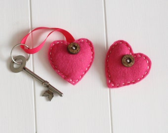 Felt Heart Brooch and Keyring Sewing Kit - Hot Pink, Heart Gift Set for Mum, Auntie or Sister, Sew Your Own Heart Kit, Make Your Own Keyring