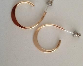 14k goldfilled forged loop earrings.