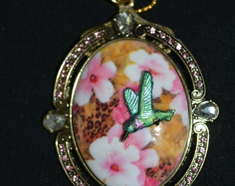 oval pendant recycled brooch flowers pink white hand painted hummingbird rhinestones 24 in chain necklace