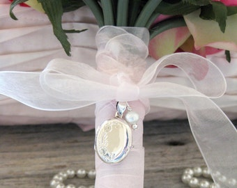 Wedding Bouquet Memory Photo Locket, Bouquet Locket, Bridal Keepsake, Personalized in Memory of Photo Charm, Groom Boutonniere Locket