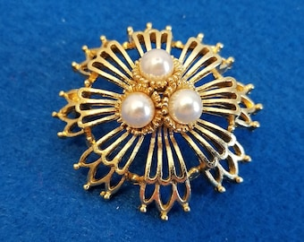 Vintage Lisner Textured and Polished Goldtone Circle Pin Accented with Simulated Pearls