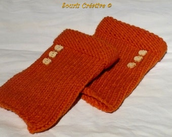 Orange and wooded buttons wrist-warmer