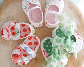 SALE - Baby Shoe Sewing Pattern.  Shoe Sewing Pattern. Baby Sewing Pattern. 2 for 1 Pattern. Sewing Pattern Sale.