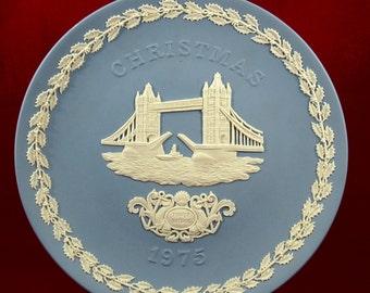 Vintage Wedgwood Jasperware Christmas Plate 1975 Tower Bridge    01122
