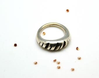 Silver 999 (Silver clay) ring with oxidized grooves