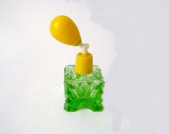 Vintage Perfume Atomizer Made of Glass and Plastic in Lemon Lime Green