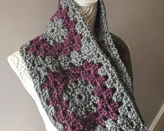 Chunky granny Square infinity scarf/cowl, made from a warm Polyamide and Acrylic mix slubby yarn.