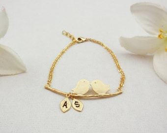 Personalized initial bird bracelet in rose gold, silver or gold, elegant and dainty