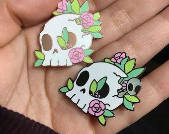 Hard enamel Pins- Flowers and Alien in Skull (glow in the dark alien)