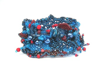 Blue bead bracelet, Blue bracelet, Blue beaded jewelry, Beaded cuff, Gift for her, Freeform peyote, Statement bracelet