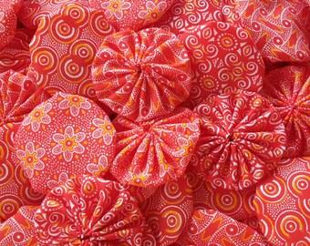"60 Handmade 2"" Fabric Yo Yo Suffolk Puff Red White Yellow Mix Applique Quilt Embellishment"