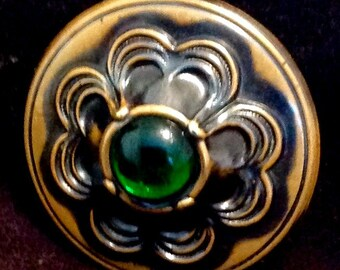 Antique Button Gay Nineties, Green in Brass Large