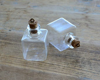 Clear Cube Glass Bottle Charms Hand Blown Glass Cork Bottle Glass Terrarium Apothecary Bottle Jewelry Making Supplies (DA039)