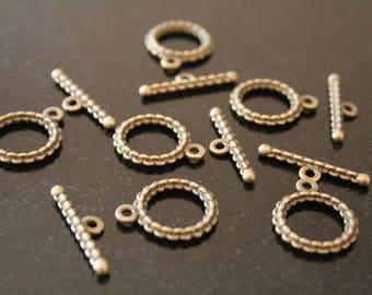 20 bronze colored metal clasps. (ref:1334).