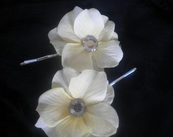 Light yellow flower clips -flower hair clips -set of two- flower girls, weddings, Easter, pictures,