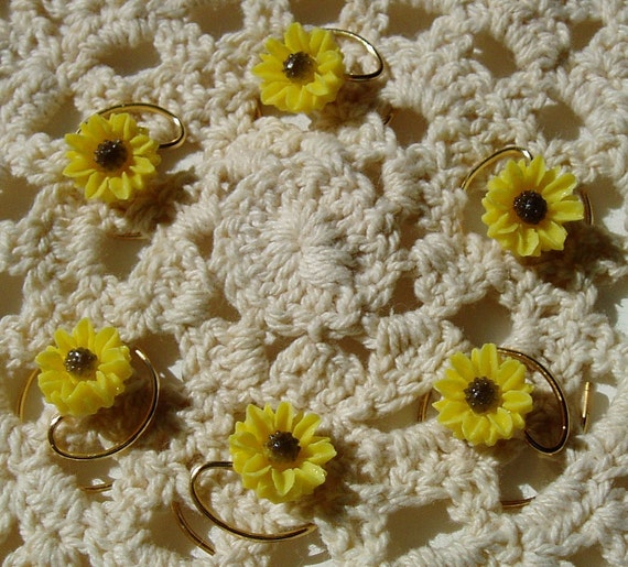 Yellow Daisy Hair Swirls for Summer Wedding