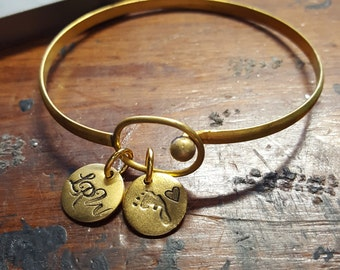 Baby shower gift; baby initial bracelet; new mom gift