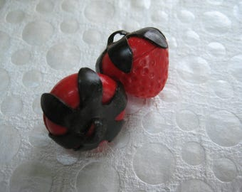 Vintage Strawberry Buttons, Celluloid Plastic, Red Green, Detailed Textured, Eco Friendly, Reuse Recycle, Sustainable