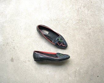 Vintage 80's black flats with abstract design, leather flats, size 8.5