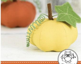 PUMPKIN SEWING PATTERN. pumpkin pincushion. fall pattern. autumn pattern. Halloween pumpkin. pdf sewing pattern. © Blue Owl Land.