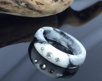 Black and white resin ring Jewelery/very beautiful resin ring in white-black/Swarovski Crystale/gift idea/present/epoxy resin