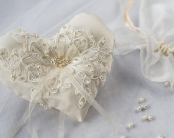 Wedding Ring Pillow / Ring Bearer Pillow / Ring Pillow with Spanish Lace / Ivory Ring Pillow / Silk Satin Ring Bearer Pillow with Pearl