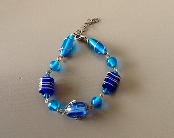 Blue gradient glass beads bracelet.