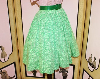 Vintage 1950's Green and White Abstract Pattern Full Skirt by Majestic. Small to Medium