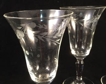 Set of 4 Delicate Etched Sherry Glasses, Beautiful Detailing, Etched Bar Ware Glasses, Dainty Lightweight Sherry Glasses