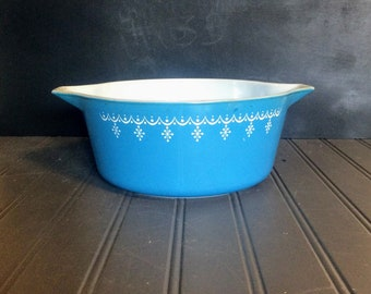 Blue Pyrex Snowflake Garland #475 Casserole. 2.5 Qt Cinderella Style Bowl