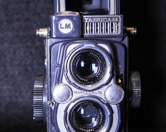 Yashica 44 LM COPAL-SV 60mm f3.5 Twin Lens Reflex Camera with Leather Carry Case - 1950's #234