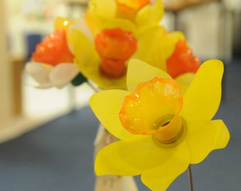 Plastic Bottle Daffodils - A Perfect Upcycled Gift for Mother's Day